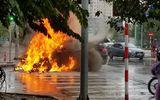 Tin tai nạn giao thông ngày 10/2: BMW X6 bốc cháy khi đang đi trên đường