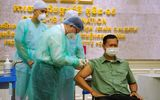 Con trai Thủ tướng Campuchia Hun Sen được tiêm vaccine COVID-19 từ Trung Quốc