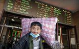 Trung Quốc tăng phúc lợi giữ người lao động không về quê ăn Tết, nhà ga, sân bay vắng hoe