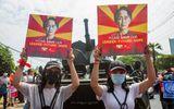Myanmar cắt Internet, điều xe bọc thép kiểm soát biểu tình