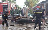 Thái Bình: Kho xưởng chế biến gỗ cháy lớn, khói bốc cao hàng chục mét