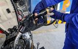 Thị trường - Giá xăng dầu dự kiến tăng vọt từ 15h ngày hôm nay (25/2)