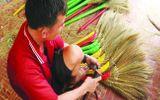 Cộng đồng mạng - Chuyện nghề bó chổi bông sậy 80 năm tuổi ở miền Tây