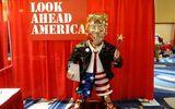 Bức tượng mạ vàng của ông Trump được trưng bày tại hội nghị bảo thủ có ý nghĩa gì?