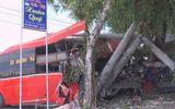 Tin trong nước - Xe khách giường nằm đâm xe đạp rồi lao vào cột điện, 3 người chết, 4 người bị thương