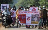 Tin thế giới - Chính biến tại Myanmar: Hơn 600 sĩ quan cảnh sát tham gia biểu tình với người dân