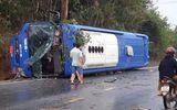 Tin trong nước - Xe khách lật nhào ở Kon Tum, 19 người bị thương