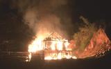 Tin trong nước - Nghịch tử cầm dao đuổi chém, châm lửa đốt nhà bố mẹ vì không xin được tiền