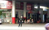 An ninh - Hình sự - Vì sao 2 cây xăng Vân Trúc bị cảnh sát bao vây?