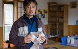 Xúc động chuyện ông bố người Nhật dành 10 năm đào đất khắp thành phố tìm kiếm thi thể con gái