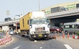 Tin tai nạn giao thông ngày 18/3/2021: Va chạm xe đầu kéo, người đàn ông tử vong ở ngã tư