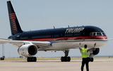 """Máy bay tư nhân Boeing 757 của ông Trump """"đắp chiếu"""" tại sân bay"""