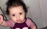 Dò dẫm lại gần âu thức ăn của chó cưng, bé gái 1 tuổi bị cắn tử vong thương tâm