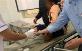Cha đón 2 con đi học về gặp tai nạn, cháu bé 9 tuổi bị ô tô cán tử vong thương tâm