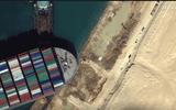 Tàu khổng lồ chặn ngang kênh đào Suez nhúc nhích nhẹ sau nhiều ngày mắc kẹt