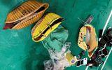 """Phá sới đá gà """"khủng"""" giữa quê lúa Thái Bình: Thu giữ nhiều làn nhựa chứa """"công cụ"""" đánh bạc"""