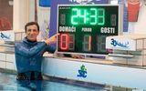 Người đàn ông 54 tuổi lập kỷ lục thế giới khi nín thở hơn 24 phút dưới nước