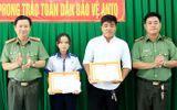Việc tốt quanh ta - Khen thưởng nữ sinh lớp 9 tham gia bắt trộm