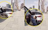 """Thấy người đi ô tô vứt chai nhựa, cậu bé 2 tuổi hành động """"to gan"""" nhưng lại nhận về lời khen"""