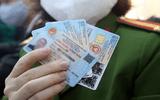 Tình huống pháp luật - Khi nào thẻ căn cước công dân bị thu hồi, tạm giữ?