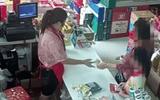 Cộng đồng mạng - Bé trai bị bắt quả tang trộm đồ trong siêu thị, nhân viên chạy đến kiểm tra thì sững người