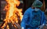 """Tin thế giới - Ấn Độ: Lò hỏa táng """"không chịu nổi nhiệt"""" do dịch COVID-19 tồi tệ chưa từng thấy"""
