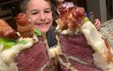 Cậu bé vỡ òa trước chiếc bánh sinh nhật từ nguyên liệu 100% thịt tươi, dân mạng chia sẻ rầm rộ