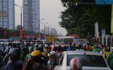 """""""Nghẹt thở"""" di chuyển trong ngày người dân Hà Nội đổ xô về quê nghỉ lễ 30/4"""