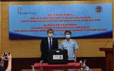 Kinh doanh - Cơ quan bảo vệ biên giới Anh bàn giao 04 máy quang phổ phát hiện hóa chất cho Hải quan Việt Nam