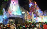 Dân Sài Gòn nô nức đổ về xóm đạo đón Noel