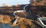 Mỹ: Tàu hỏa trật bánh, ít nhất 4 người chết