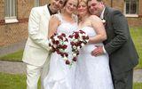 Kỳ lạ hai mẹ con tổ chức đám cưới cùng ngày