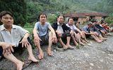 Cả ngôi làng hoang mang vì mắc bệnh lạ