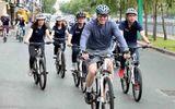 Tân Đại sứ Mỹ tại Việt Nam chạy xe đạp tại TP.HCM