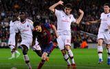 """Lionel Messi lập cú đúp: Tiếng gầm của """"người khổng lồ"""""""