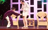 Hoài Linh gây sốc khi diện mốt không quần lên sân khấu