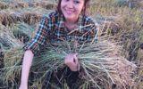 """Bà Tưng và những hình ảnh """"nông thôn chân chất"""" được yêu thích"""