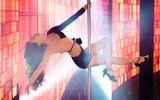 Clip: Hồ Ngọc Hà múa cột điệu nghệ khoe chân dài thẳng tắp