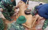 Lính xe tăng trổ tài xây bếp con ngựa, gói bánh chưng xanh