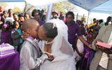 Kỳ quái đám cưới của cậu bé 9 tuổi với phụ nữ 62 tuổi