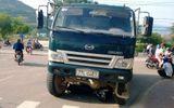 Bình Định: Xe máy bị cuốn vào gầm xe tải, một thanh niên tử vong