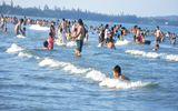 14 học sinh cùng một giáo viên du xuân tắm biển bị sóng cuốn