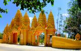 """Đại gia Việt công đức """"núi tiền"""" xây chùa dát vàng"""