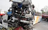 Xe khách giường nằm tông xe tải, nhiều người bị thương nặng