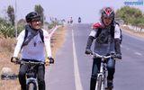 Hoàng Rapper và Tronie Ngô đạp xe 70km về miền Tây