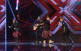X-Factor: Boyband mặc váy khiến giám khảo phát cuồng