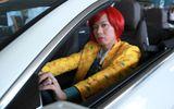 """""""Chị Hội"""" Thái Hòa lòe loẹt, sang chảnh lái xe hơi"""