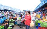Danh ca U70 Phương Dung miệt mài phát cơm từ thiện