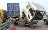 TP.HCM: Xe đầu kéo tông dải phân cách, xa lộ Hà Nội kẹt cứng