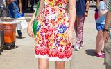 Taylor Swift diện đầm hoa rực rỡ dạo phố